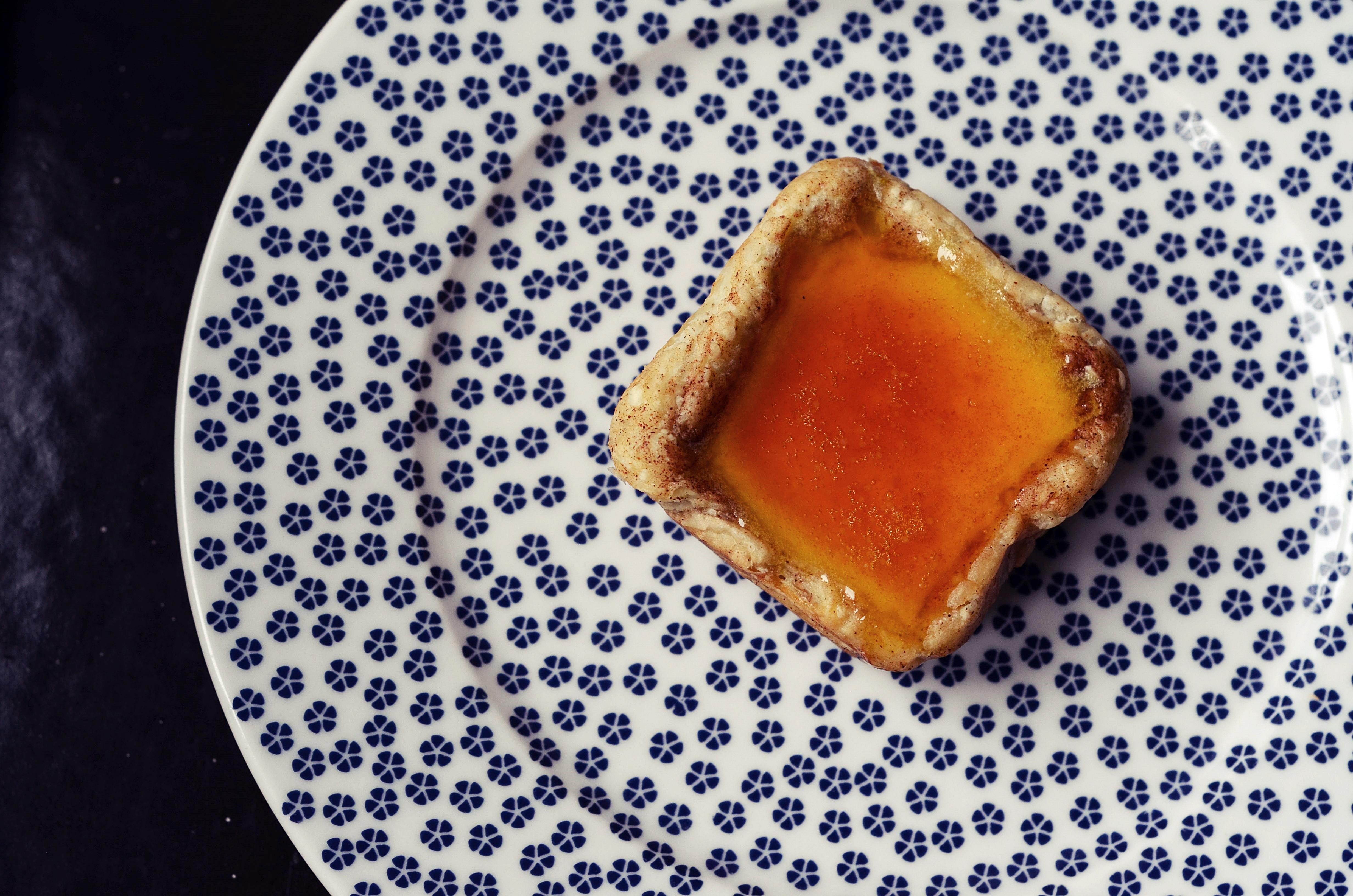Pasteís de Nata - Portugalské koláčky se skořicí a pomerančovým karamelem
