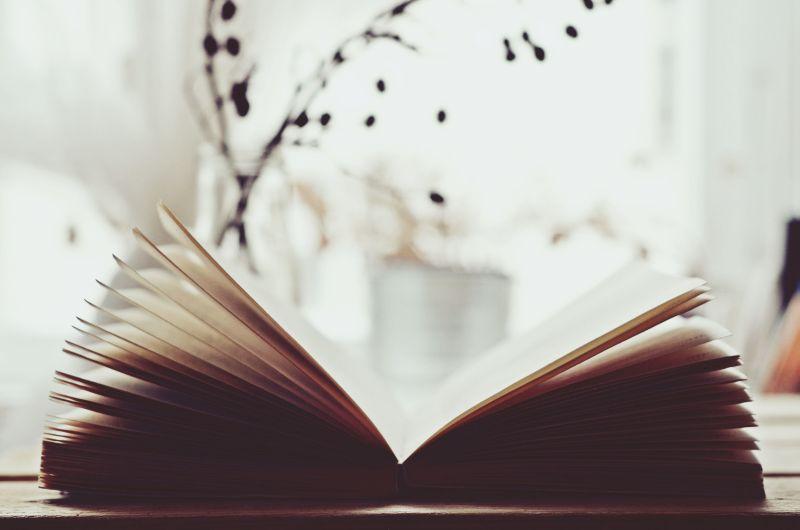 Lidé nečtou